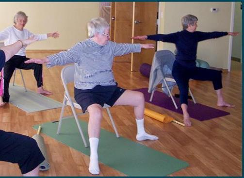 Stoel Voor Ouderen : Stoelyoga yoga voor ouderen yoga yvonne coppens